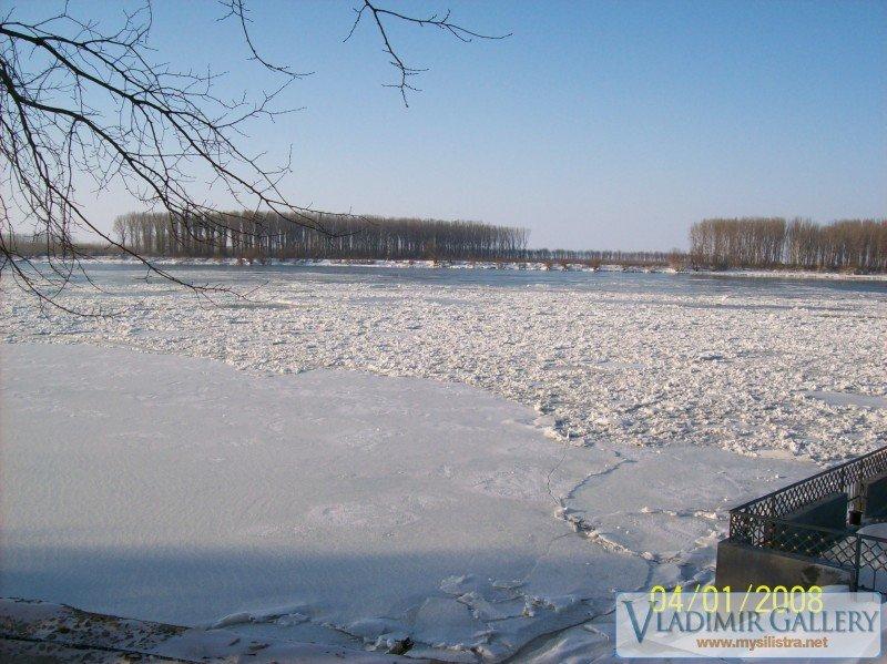 Р.Дунав под снежна покривка