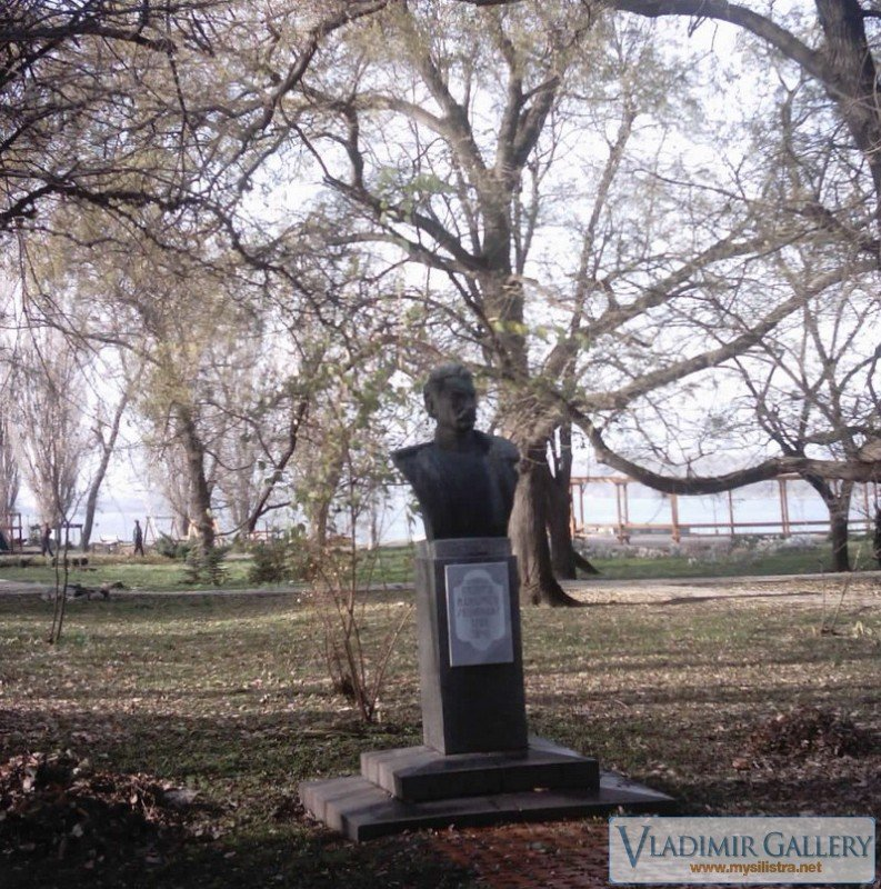 Паметник в Дунавския парк