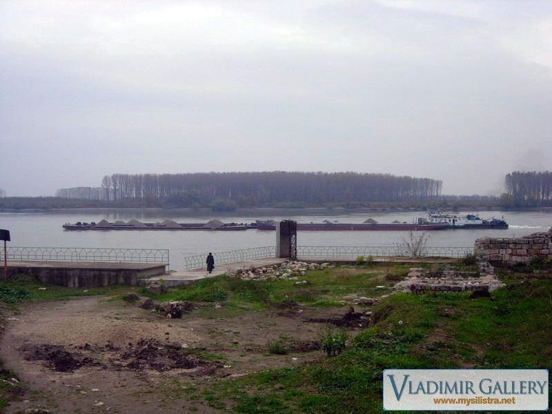 Преминаващ кораб по Дунава