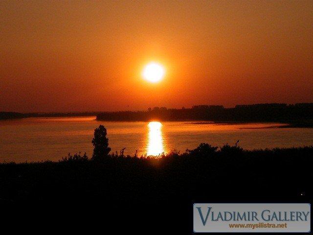 Изгрев над река Дунав