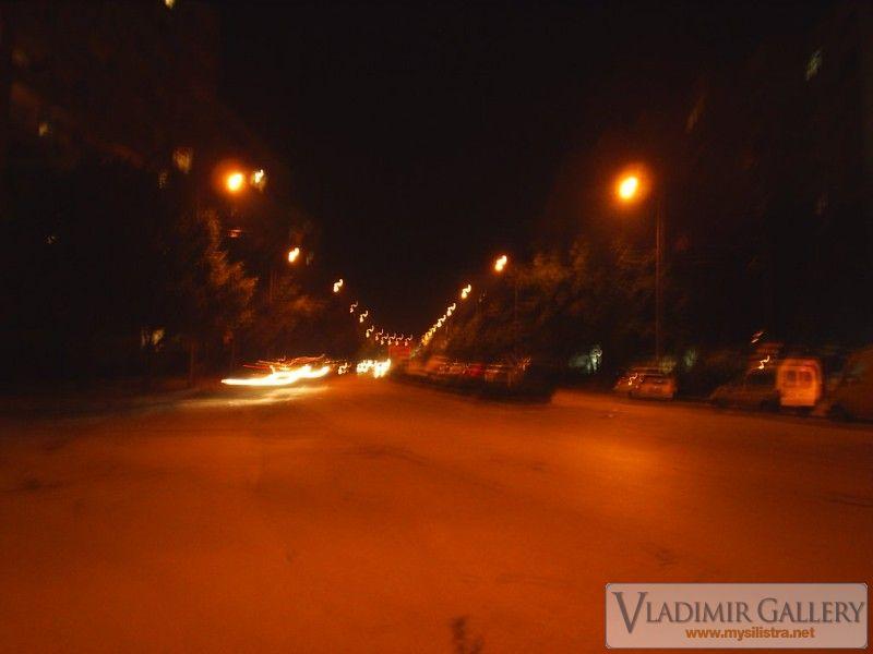 Улица Добрич през нощта