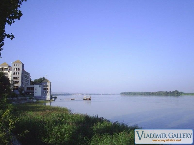 Река Дунав и хотел Дръстър