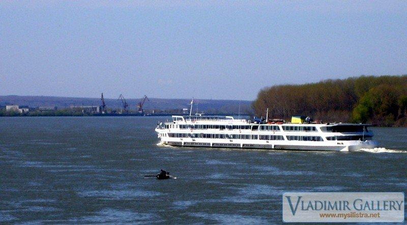 Кораб по река Дунав