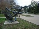 Скулптура с пеликани
