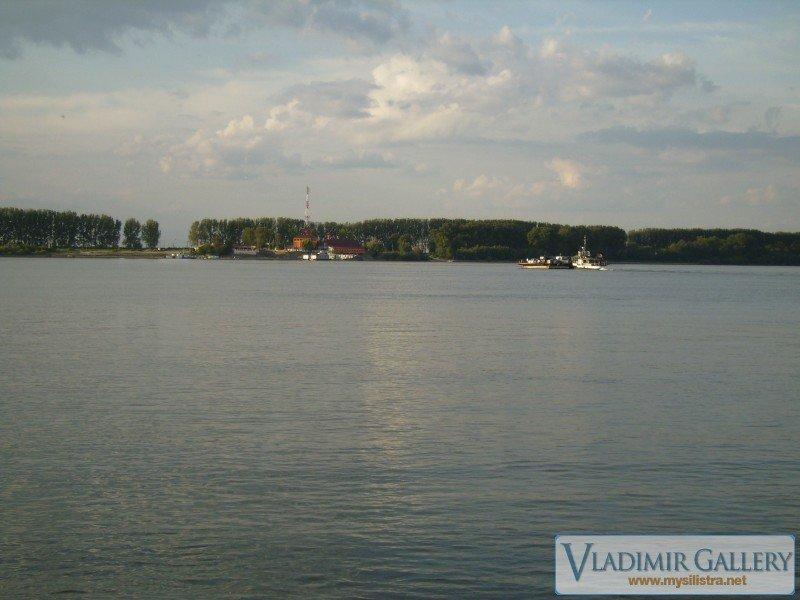 Румънския пристан на р.Дунав край град Кълъраш