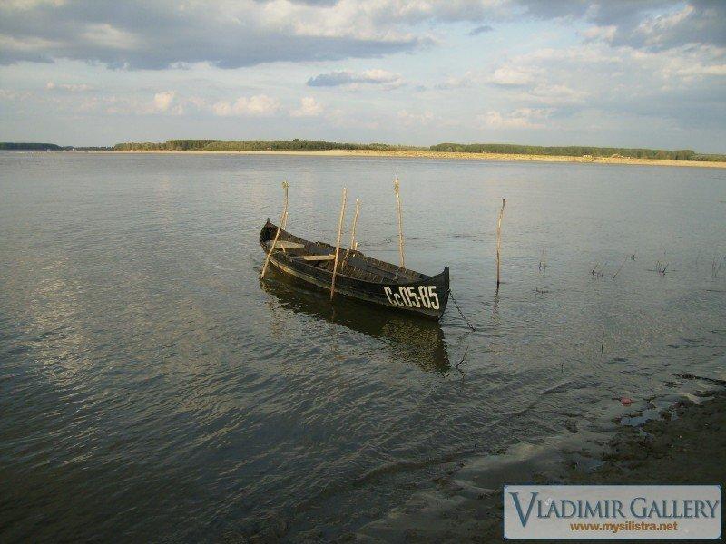 Лодка на брега на р.Дунав