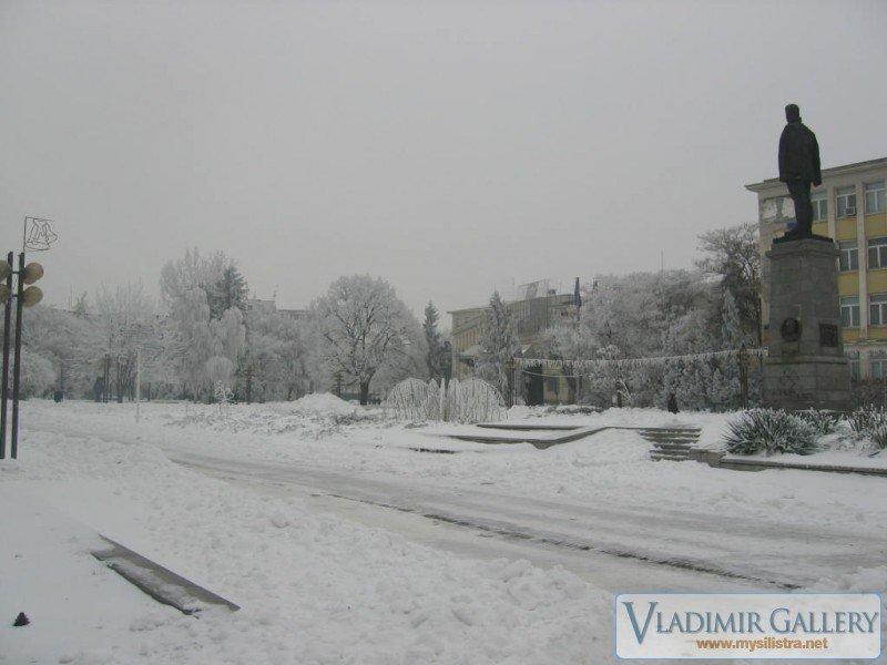 """Площад """"Свобода"""" през зимата"""
