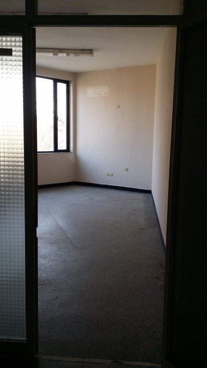 Продава се офис помещение