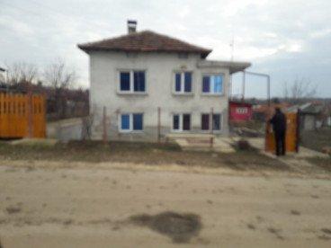 къща 2 етажна