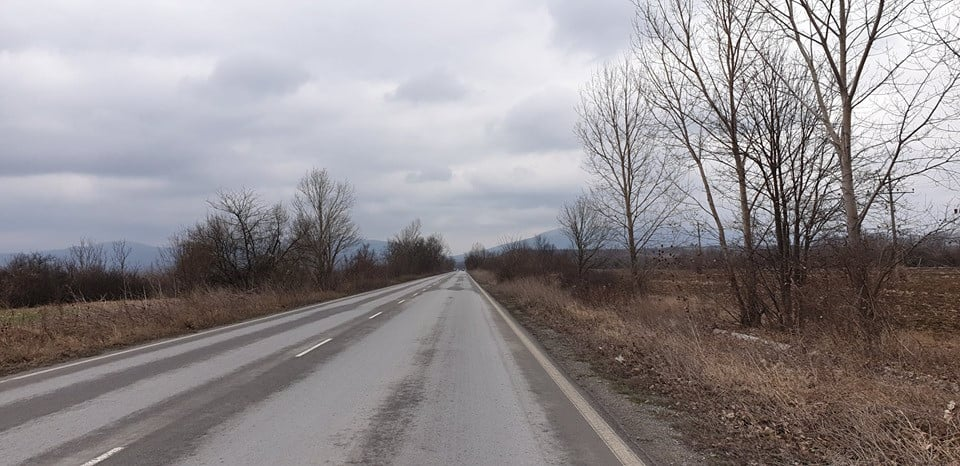 Продавам земя с площ от 4.300 дка с лице към главен път