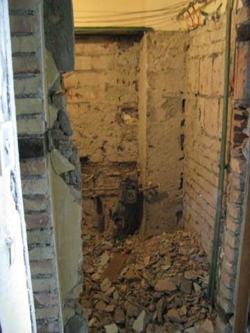 Почистване на мазета, тавани