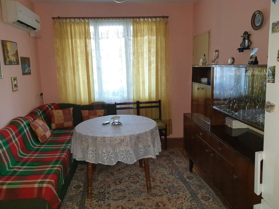 Продава се обзаведен тухлен апартамент до автогара Шумен
