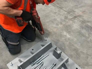 """""""Работници за сглобяване на метални профилни конструкции"""""""